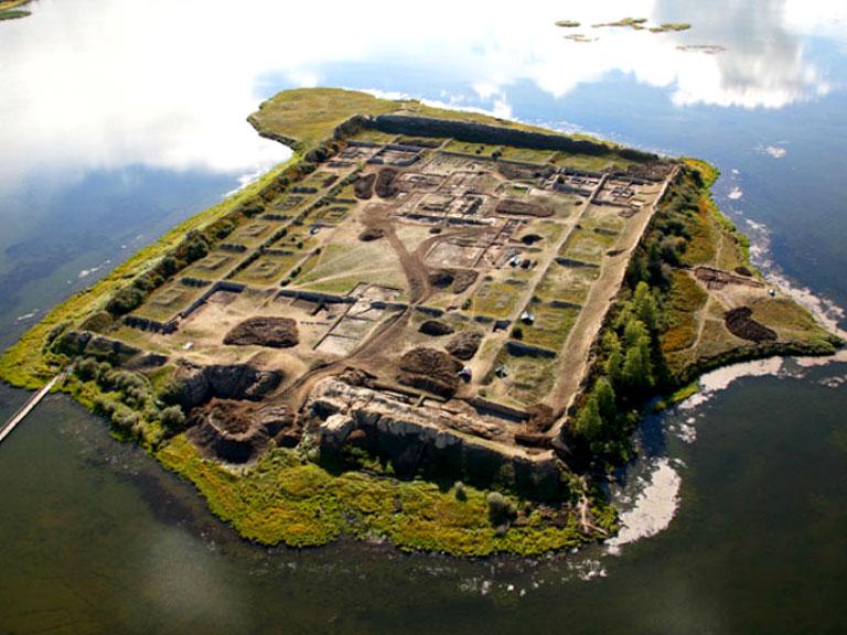 Пор-Бажын: крепость посреди озера